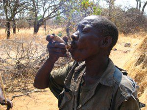 hadzabe21_smoking